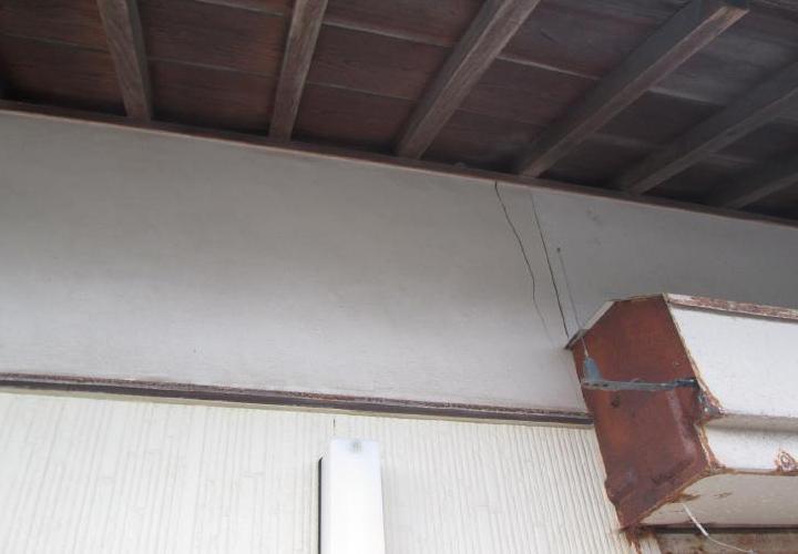 シャッターボックスは錆が激しく、ぎりぎり塗装可能でした。