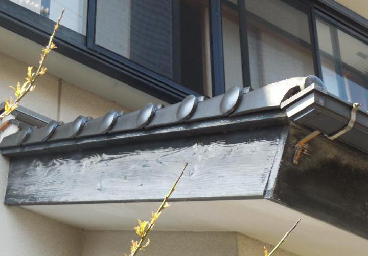 破風板も塗装で保護が必要な状態でした。