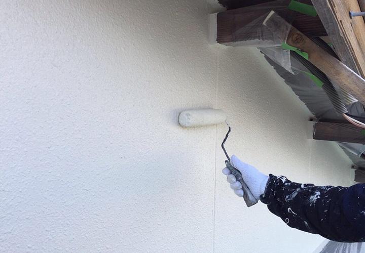 ピュアアクリル防水塗料EC-2000Fで上塗り3回目の様子です。