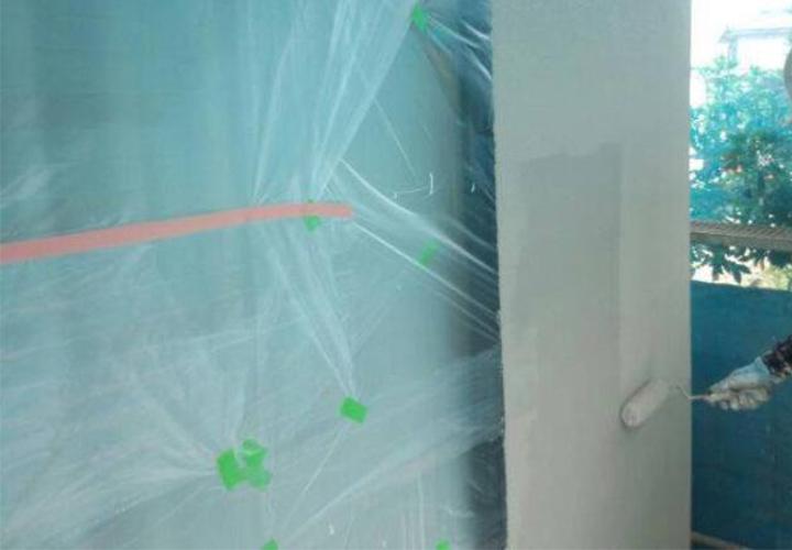 高耐久防水塗料EC2000F上塗り1回目の様子です。