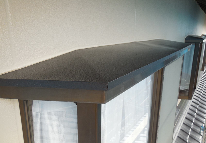 庇(鉄部)はシリコン塗料で保護いたしました。